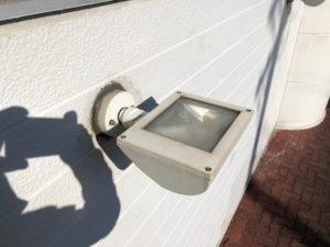 愛知県大治町の店舗ビル様においてアッパーライトの取替電気工事