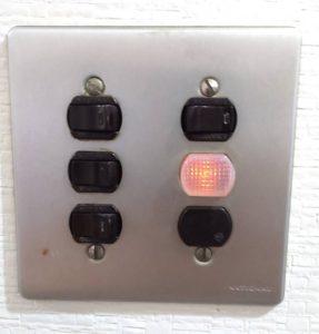 名古屋市瑞穂区のマンションにてスイッチの取替電気工事