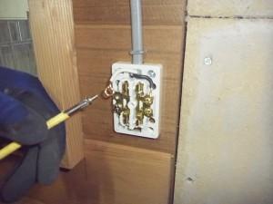 プレハブ小屋電気工事-A05