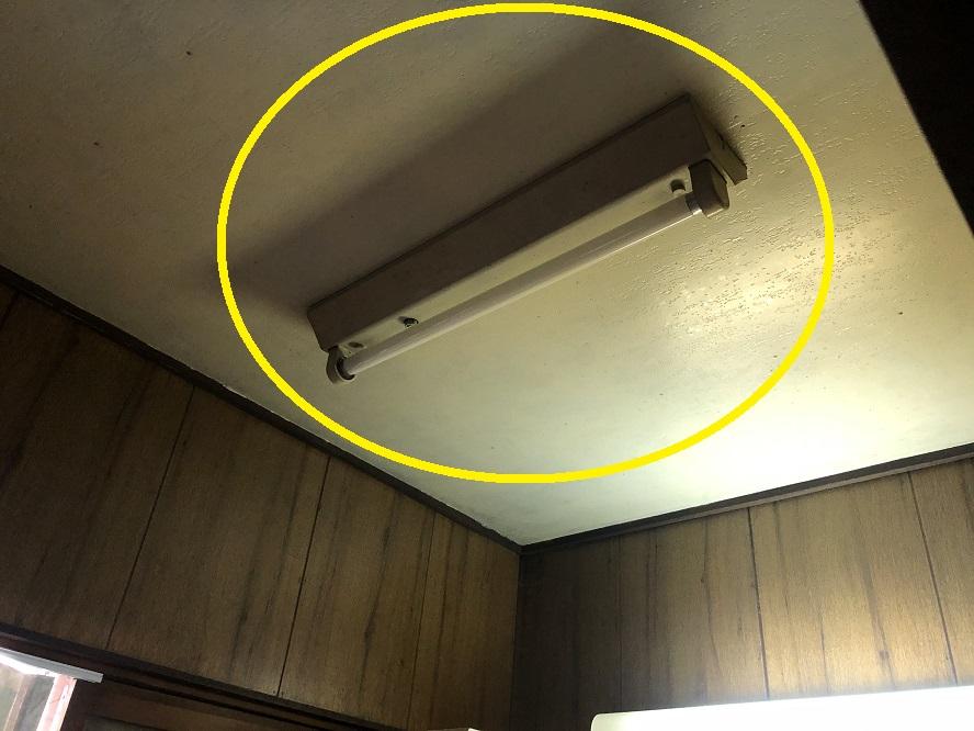 名古屋市北区の戸建住宅にて洗面脱衣室の蛍光灯照明器具をLED照明器具へ取替電気工事