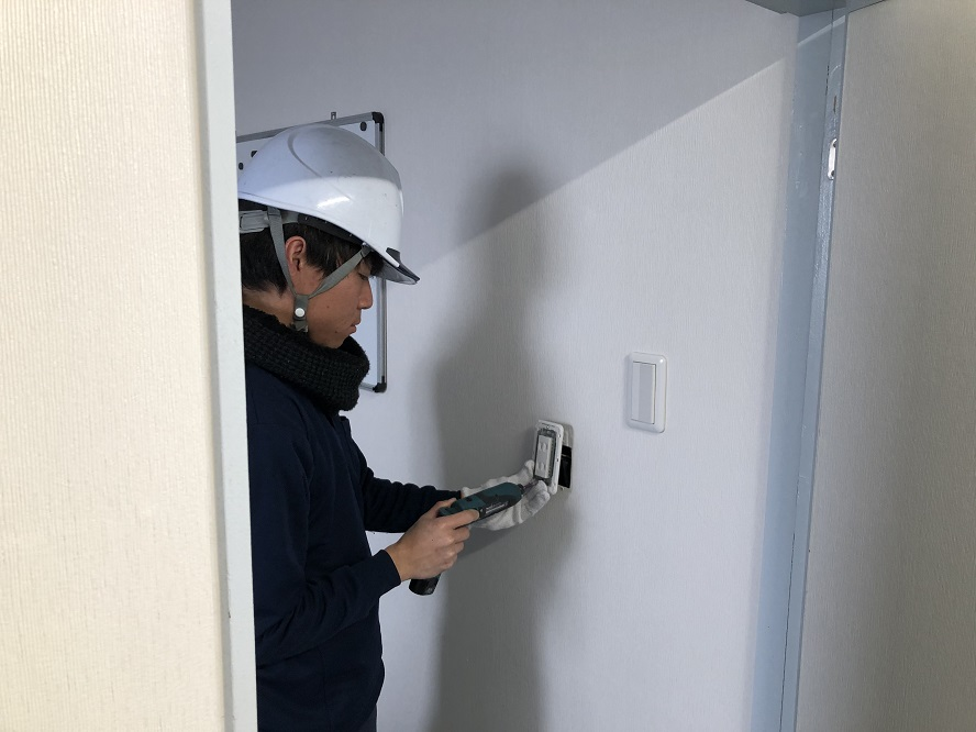 名古屋市港区のオフィスにて殺菌灯(吊り下げ型)の取付電気工事